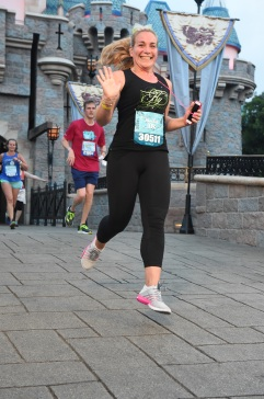 RUNDISNEY_DLRMARAACTION6_20170513_8033531920